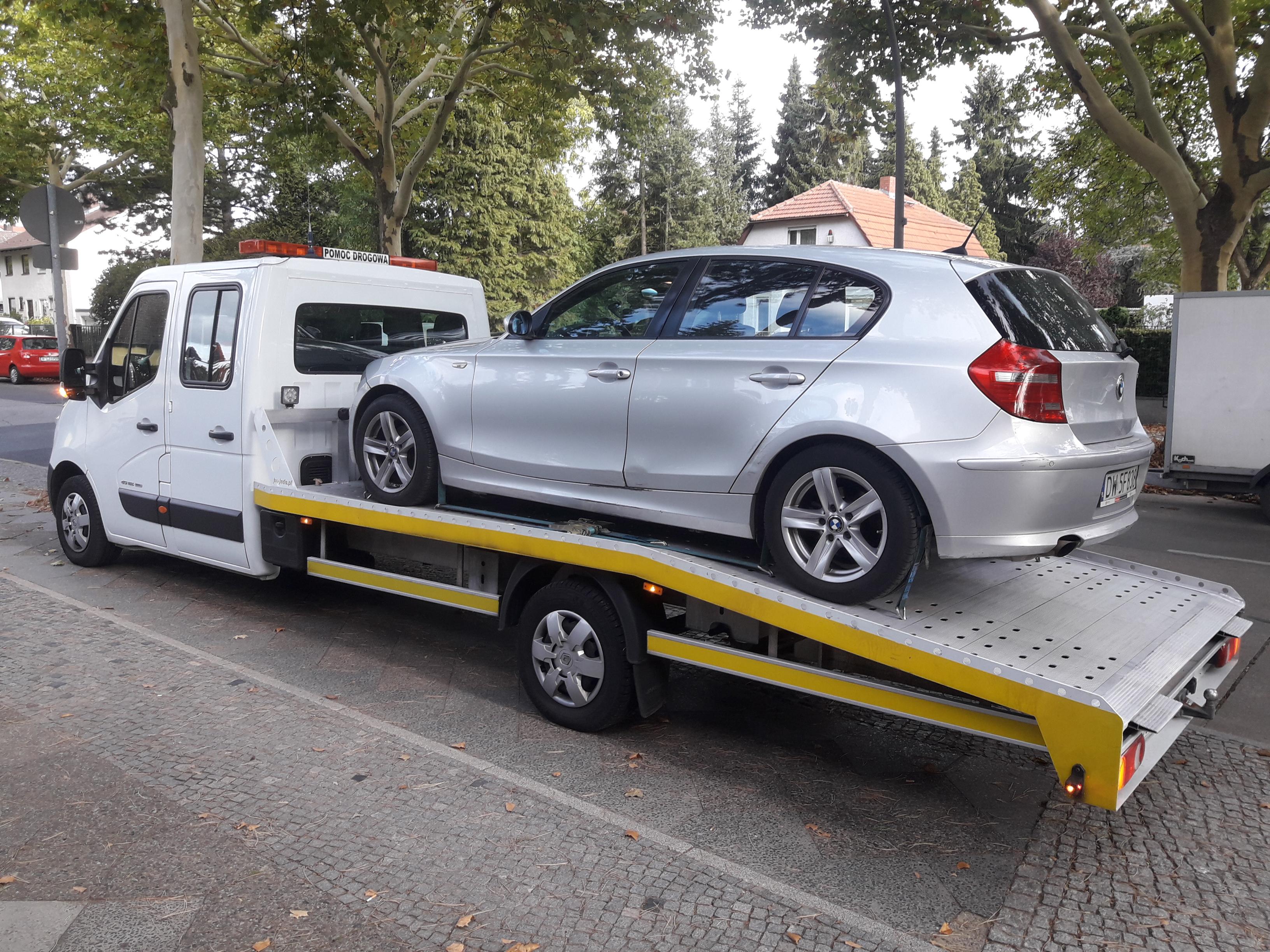 Pomoc drogowa na autostradzie - jakie naprawy można wykonać na miejscu zdarzenia?